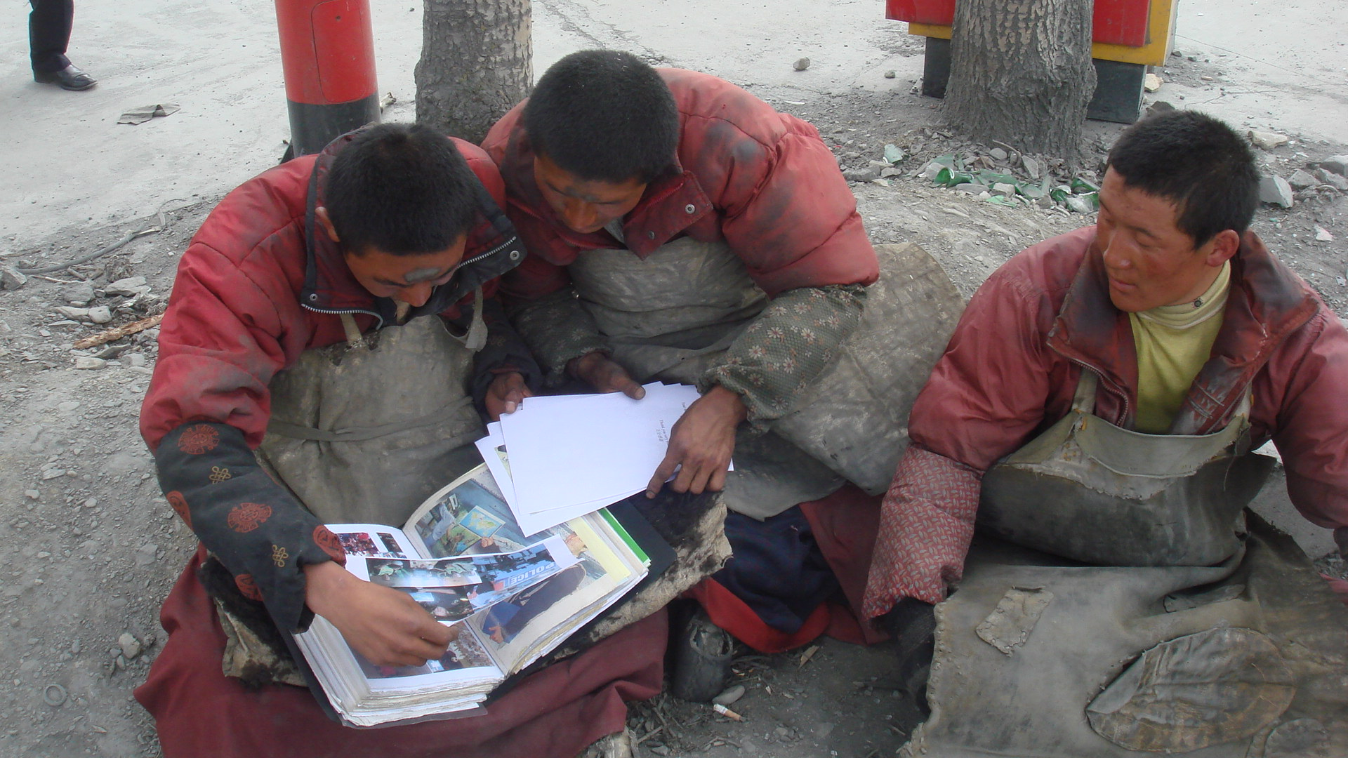 Classeur regroupant certaines de mes photos les plus parlantes, des cartes par continent plus détaillées, des articles de presse publiés dans les médias locaux